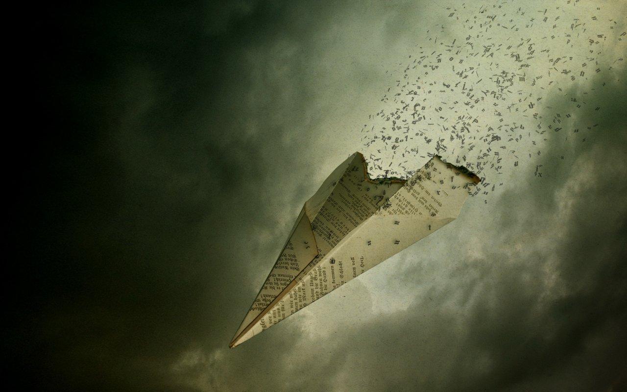 Bu resmi görünce kağıt uçak yapıp uçurmak istediniz değil mi?